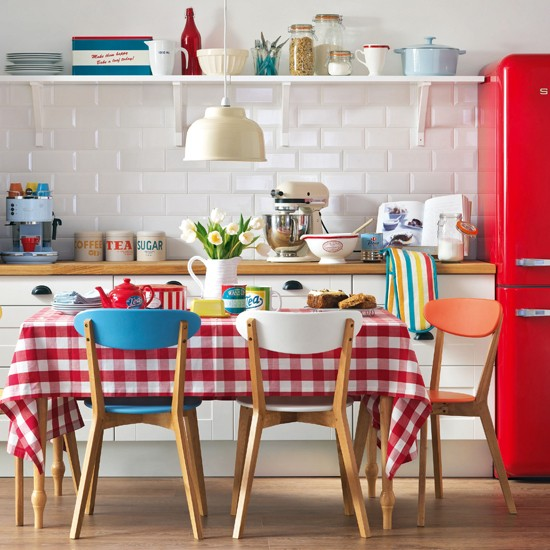 red and white vintage kitchen Red and white retro kitchen | Summer colour schemes and