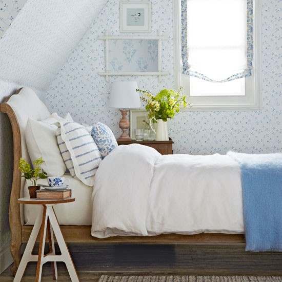 blue and white vintage bedroom Vintage design ideas to transform your bedroom   Create a