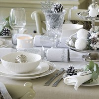 Simple silver and white Christmas table setting | Budget ...