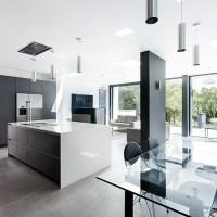 Modern grey-and-white kitchen | Open-plan kitchen design ...