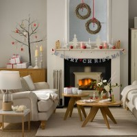 Woodland-inspired Christmas living room with twig wreaths ...