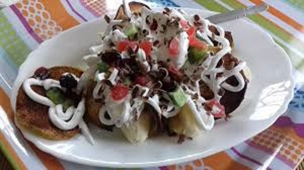 Banana Split with Apple Chips and Chocolate! Easy Desert