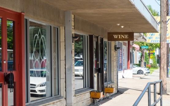 Camerata wine sign