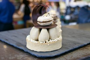 Photo of a sesame tart topped with chocolate.