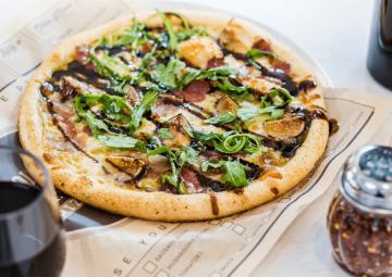 Pizza with prosciutto, figs and arugula