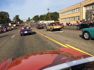 3 abreast in Tyler Parade