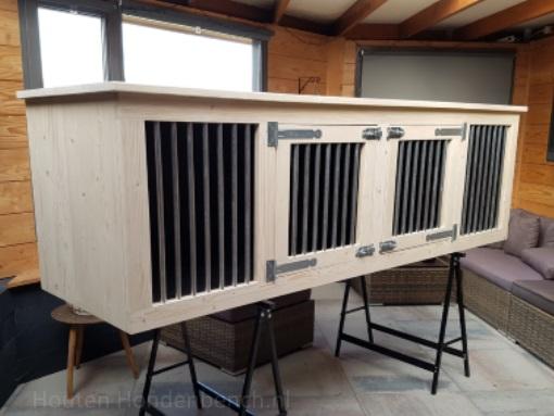 Houten hondenbench 250 x 70 x 80 cm zij aanzicht