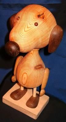 Grenen met Amerikaans noten, ± 24 cm hoog, Snoopy