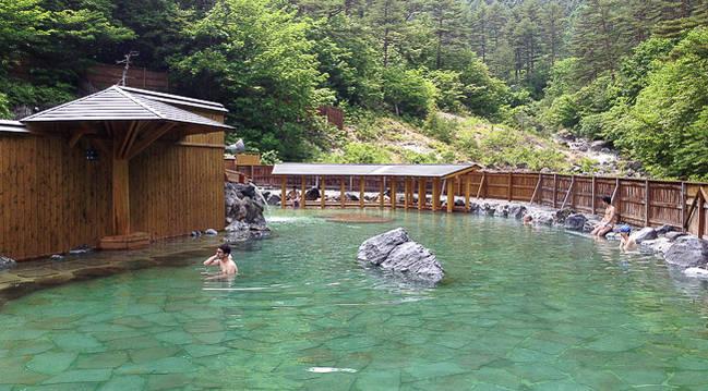 Dónde encontrar las mejores aguas termales de todo Japón: baños Kusatsu Onsen