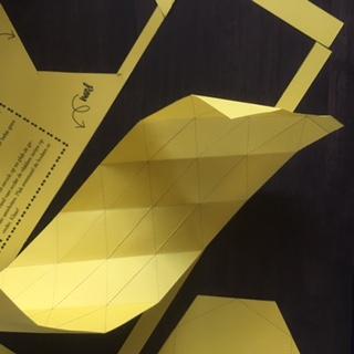 Stap 3: vouw de diagonalen met de lijnen naar binnen