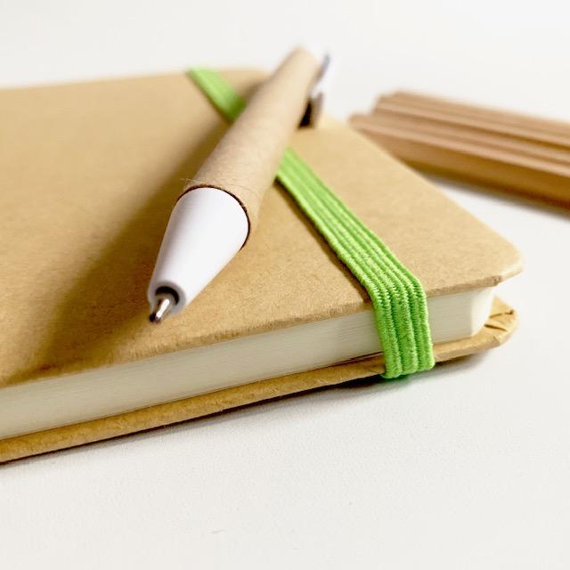 het elke dagboekje komt met een pen en potloodjes