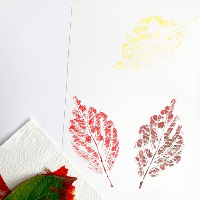 drie varianten herfstblad gestempeld