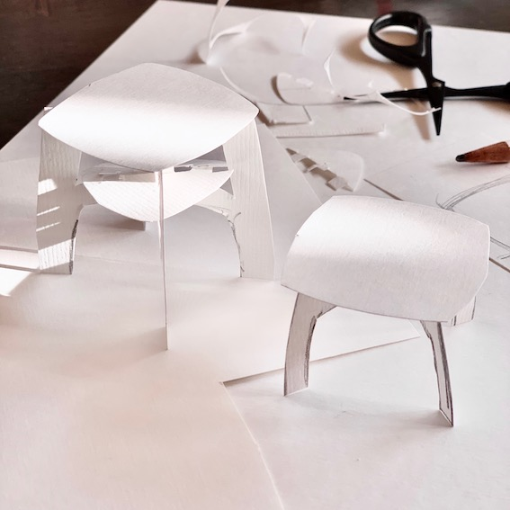 eerst met papier prototypes maken van het ontwerp van de bijzettafels