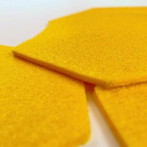 prachtig geel en kwalitatief vilt beschermen jouw tafel tegen kringen en krassen