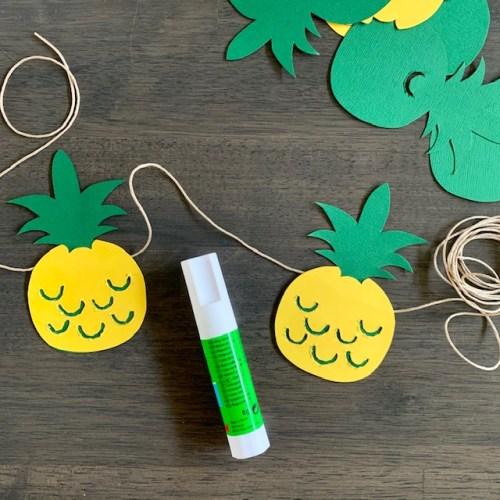 zomerse slinger met ananas