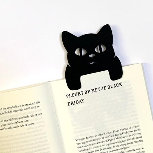 katje hangt in boek boekenlegger