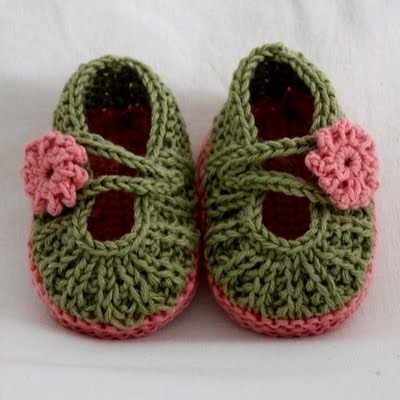 Cute crocheted baby Mary Janes with youtube tutorial