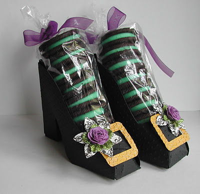 witches shoes for Halloween –  the cookies are genius! #halloween #treat