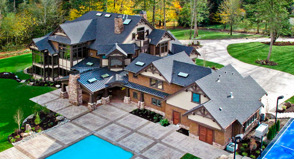 side view – this entire house is amazing