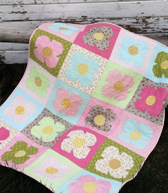 cluckclucksew flower quilt