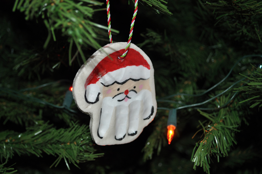 Hand Print Santa Ornaments – Kids will love making these Christmas ornaments out