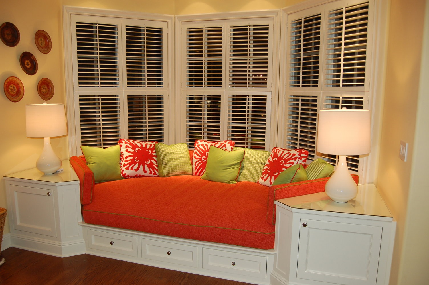 comfy bay window seat. Love the end tables built in