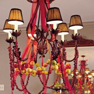 Apple and cranberry Christmas chandelier (via southernliving)