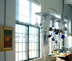Christmas tree chandelier (via apartmenttherapy)