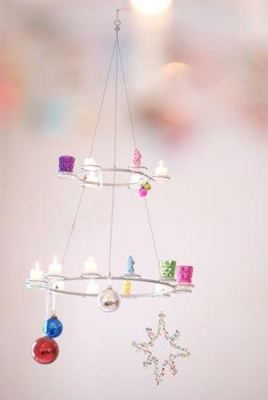 Cute and simple Christmas Chandelier (via wunderschoen-gemacht)