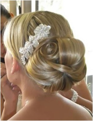 big bun 19 Bridal Hairstyles to Try This Wedding Season 19 Bridal Hairstyles to Try This Wedding Season Big Bun