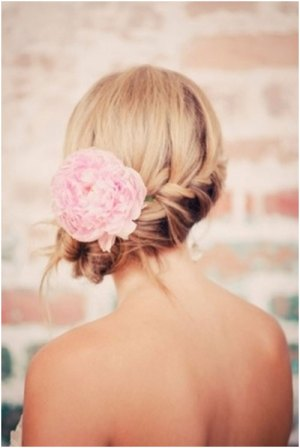 19 Bridal Hairstyles to Try This Wedding Season 19 Bridal Hairstyles to Try This Wedding Season Braid in Side Bun