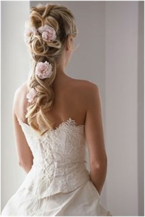 curls & flowers 19 Bridal Hairstyles to Try This Wedding Season 19 Bridal Hairstyles to Try This Wedding Season Curls Flowers