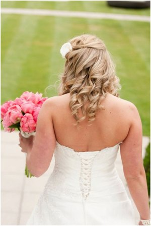 flowing curls 19 Bridal Hairstyles to Try This Wedding Season 19 Bridal Hairstyles to Try This Wedding Season Flowing Curls