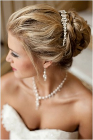 messy with tiara 19 Bridal Hairstyles to Try This Wedding Season 19 Bridal Hairstyles to Try This Wedding Season Messy with Tiara
