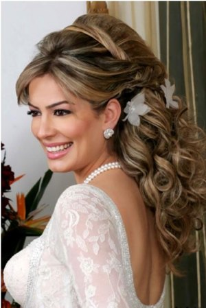 seed pearl tucked in hairdo 19 Bridal Hairstyles to Try This Wedding Season 19 Bridal Hairstyles to Try This Wedding Season Seed Pearl Tucked in Hairdo