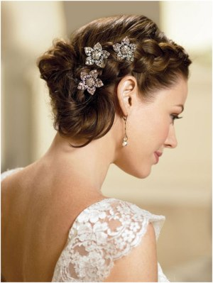 thick side braid in loose mess 19 Bridal Hairstyles to Try This Wedding Season 19 Bridal Hairstyles to Try This Wedding Season Thick Side Braid In Loose Mess
