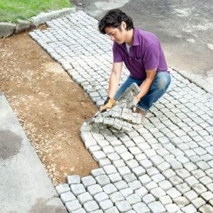 THE PAVING SYSTEM THAT WORKS JUST LIKE A CARPET OF STONES.