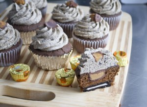 chocolate oreo peanut butter cup cupcakes