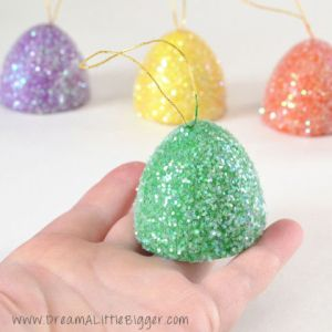 Of the many magical treats that Christmas tales have us craving, gumdrops are most definitely one of them. Get the tutorial at Dream a Little Bigger »