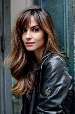 Long Wavy Hair with Pretty Highlights