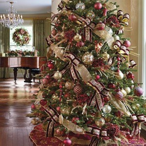 Our Medici Collection shown on a fully decorated tree.