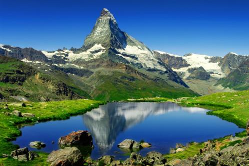 Community-life-in-le-Valais-Matterhorn-mountain[1]