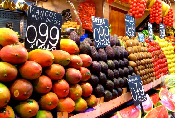 Sweet mangoes and kiwifruit from New Zealand at the same price? You betcha.