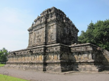 East of Borobudur is the temple of Mendut, built earlier in the 9th century by the Sailendra dynasty.