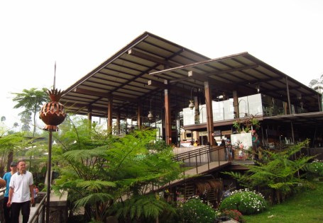 Pasar Khatulistiwa, a market for specialty foods