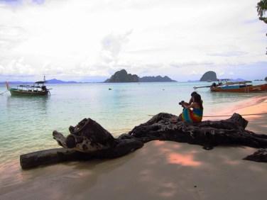 The Filipina teachers on the beach