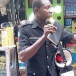 Nigerian Policeman Allegedly Seen Preaching The Word Of God At A Popular Market In Lagos [Photos+Video]