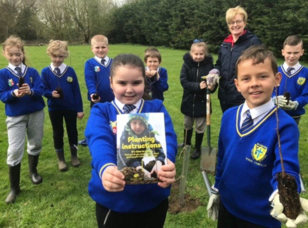 Wildlife buff Chris Packham praises Norfolk youngsters for planting more than 100 trees