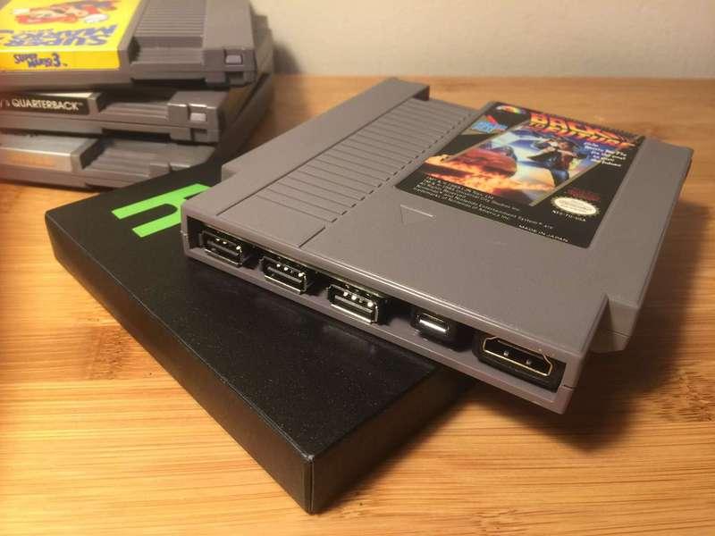 NES 카트리지를 활용해서 만들어졌습니다.