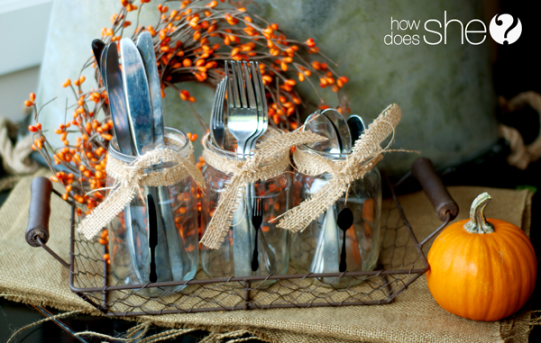 7 Stylish Thanksgiving Tables ideas and inspiration. DIY centerpieces and other table decorations for your Thanksgiving dinner table
